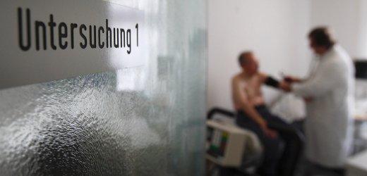Praxis: Menschen ohne Krankenversicherung trauen sich oft nicht zum Arzt  -  Foto: AP