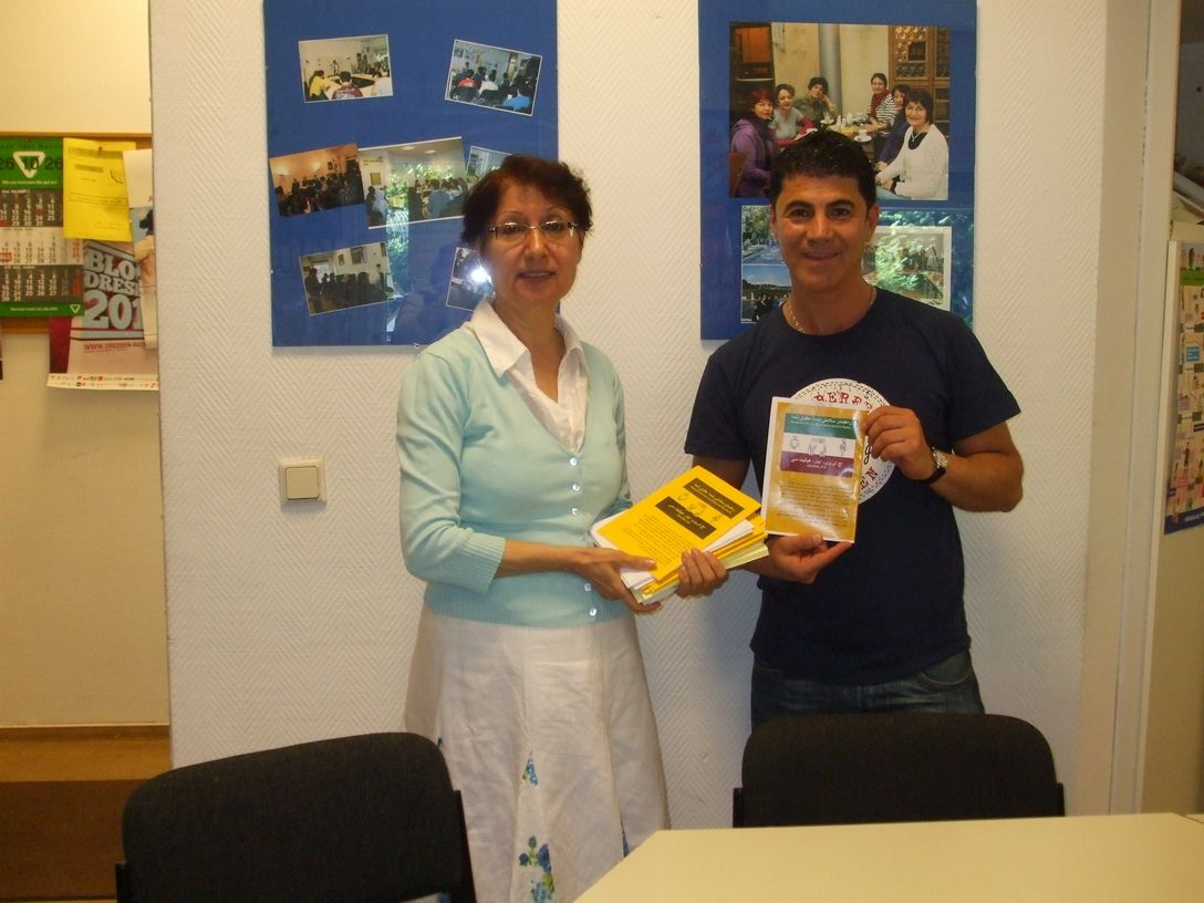 2012-06-18, Kiumars beim Verein iranischer Fluechtlinge mit Frau Leila Aslani - 01