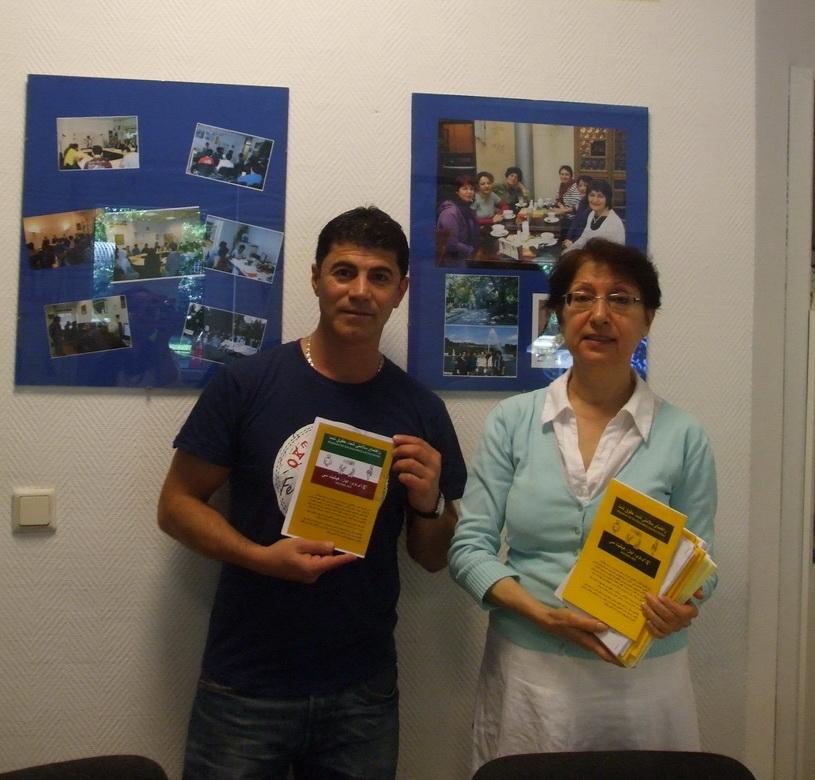 2012-06-18, Kiumars beim Verein iranischer Fluechtlinge mit Frau Leila Aslani - 02