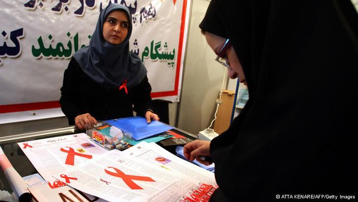 زنان مبتلا به ایدز در ایران نسبت به مردان شرایط بدتری دارند و نیازمند کمکهای بیشتری هستند